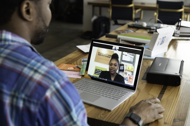 Person talking with another virtually on screen