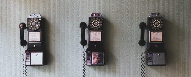 3 [pay telephones