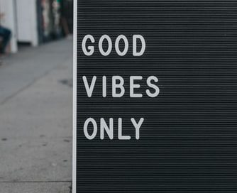 Sign saying good vibes only
