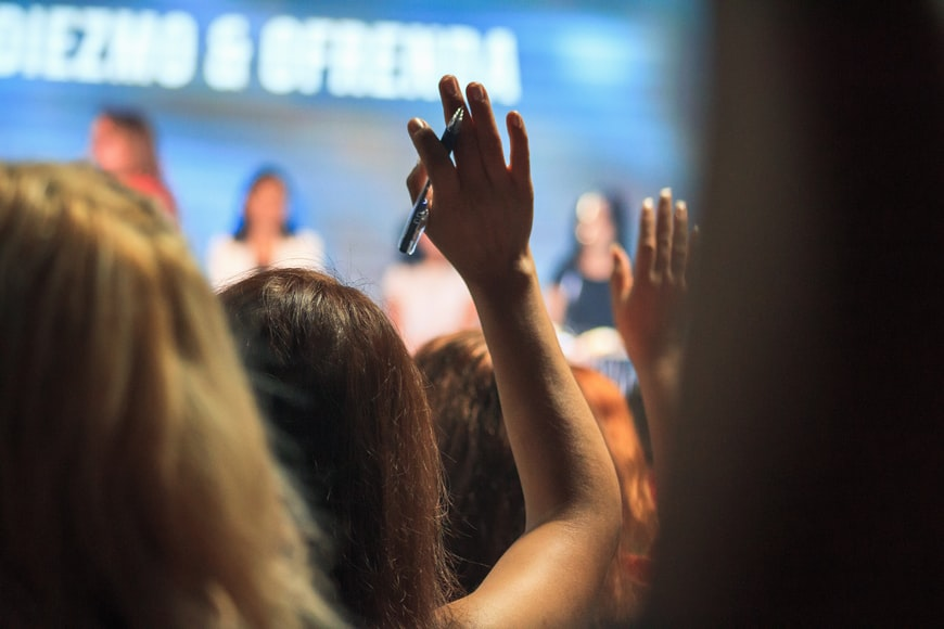audience raising hands